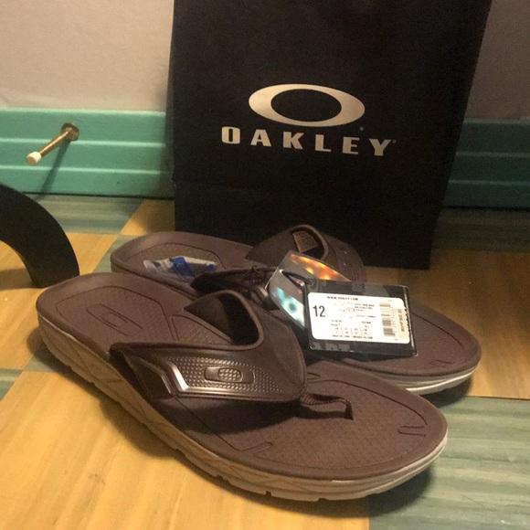 956c8c02cc Men s NWT Oakley Flip Flops   Oakley store bag